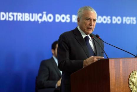 Michel Temer comenta o momento econômico e a necessidade de ajustes fiscais